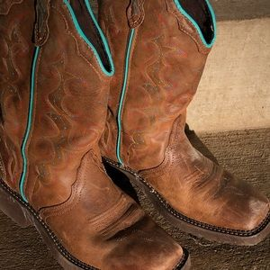 Pair of very cute and comfy Justin Boots.